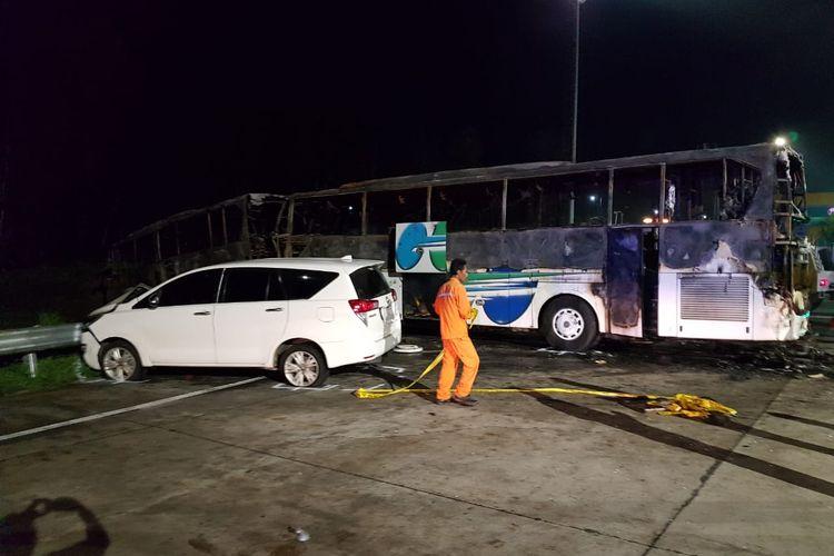 Situasi paska kejadian kecelakaan beruntun di tol kalikangkung, Sabtu (28/12/2019) malam.