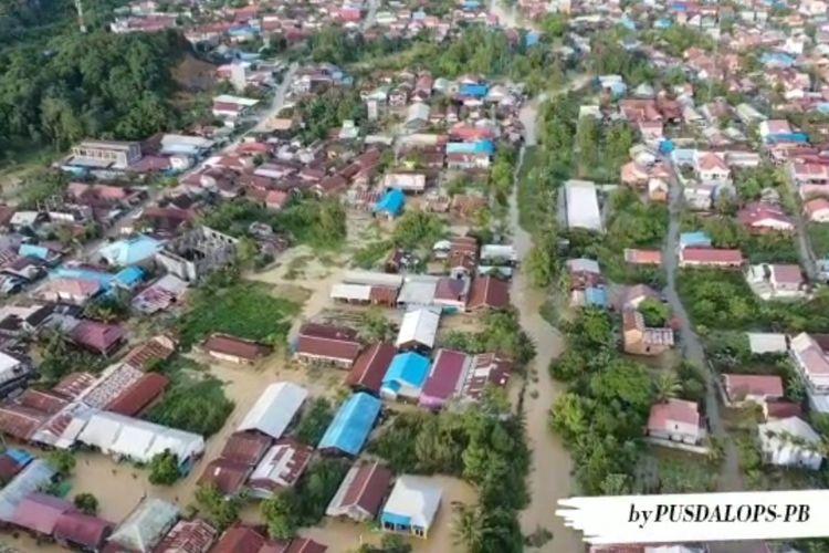 Kondisi banjir merendam sejumlah bangunan di Kota Samarinda, Kalimantan Timur, saat foto diambil dari udara oleh tim dari Pusat Pengendalian Operasi Penanggulangan Bencana (Pusdalops PB)BPBD Samarinda, Jumat (2/7/2021).