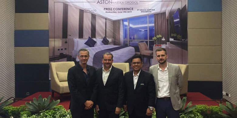 Jumpa pers pembukaan Aston Kartika Grogol Hotel & Conference Center di Jakarta, Jumat (21/9/2019) dihadiri (dari kiri ke kanan) Sam Hoso (Vice President Sales & Marketing Archipelago International), Norbert Vas (Vice President Bussiness Development Archipelago International), Suwarjono (General Manager Aston Kartika Grogol Hotel & Conference Center), serta Christoph Voegeli (Regional General Manager Archipelago International).