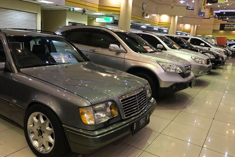 Beragam pilihan mobil dari berbagai tahun tersedia di bursa mobil bekas
