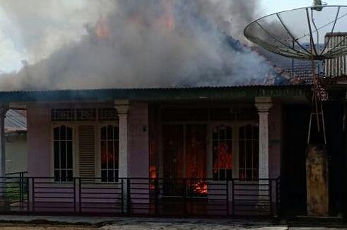 Anak Main Api Sebabkan Rumah Terbakar, 7 Orang Mengungsi