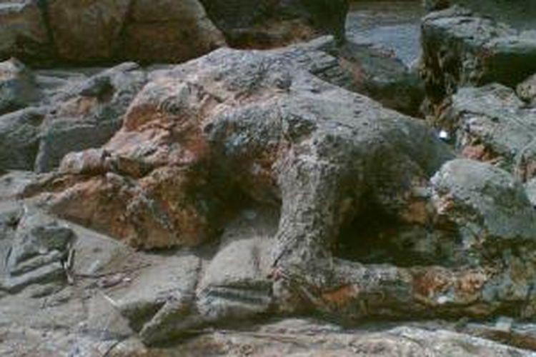 Batu Malin Kundang di pesisir Pantai Air Manis, Kota Padang, Sumatera Barat.