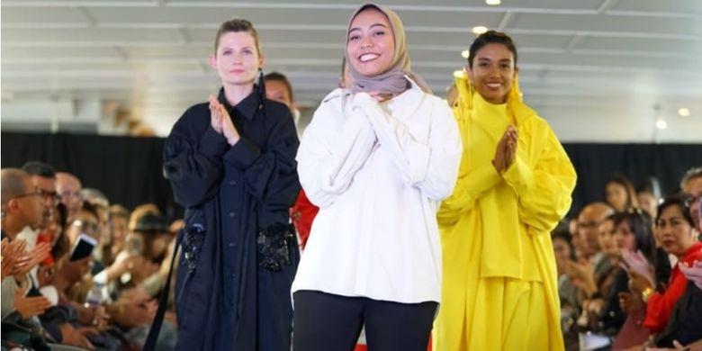 Ini kali kedua Risa menembus kancah mode internasional. Sebelumnya, perempuan muda lulusan SMK NU Banat pada 2017 itu juga pernah menampilkan karya-karyanya di panggung catwalk Centre Stage-Asia?s Fashion Spotlight di Hongkong pada 2018.