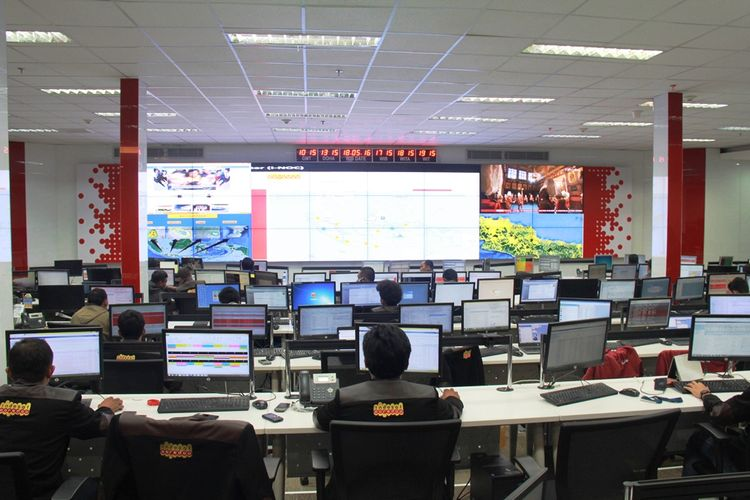 Suasana di dalam i-NOC (Indosat Ooredoo Network Operation Center).