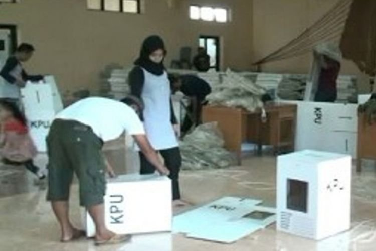 Lantaran kekurangan kotak suara dan amplop KPUD Mamuju tengah sulawesi barat mengajukan permintaan tambahan logistik pemilu ke KPU RI.