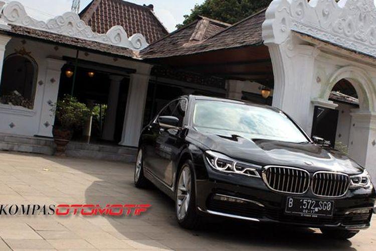 BMW Seri 7 terbaru bakal dilengkapi parkir otomatis.