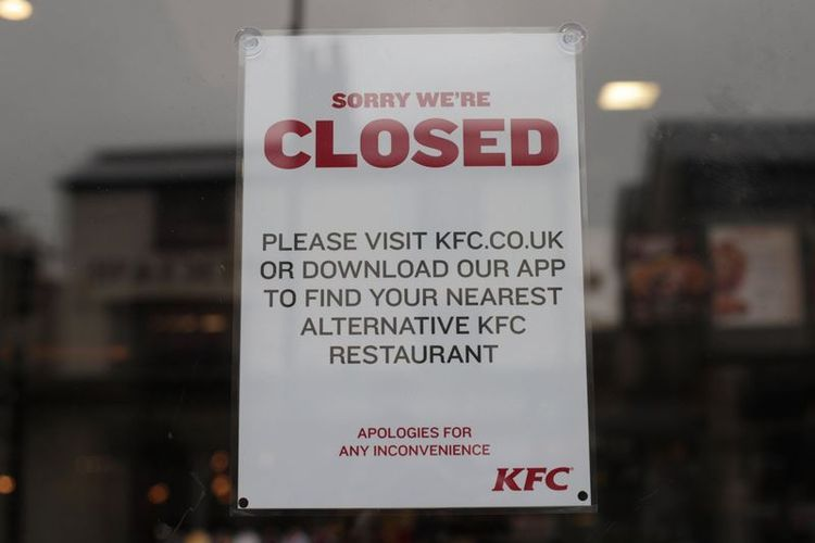 Restoran KFC di Clapham, London selatan, Inggris, merupakan satu dari sekian banyak yang ditutup pada pekan ini. (PA via metro.co.uk)