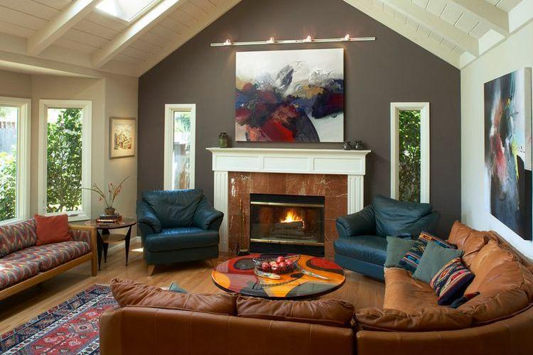 Penggunaan warna kontras pada dinding aksen