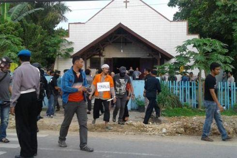 Reka Ulang, 5 Tersangka Teror Bom Molotov Dibawa ke Gereja Samarinda