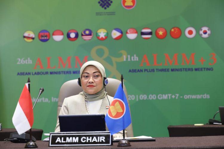 Menaker Ida Fauziyah saat memimpin pertemuan tingkat Menaker se-ASEAN melalui Hybrid virtual meeting di Jakarta, Rabu (28/10/2020).