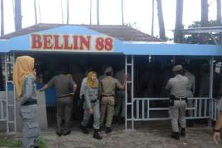 ratusan Satpol PP bongkar warung di Pantai Panjang Kota Bengkulu