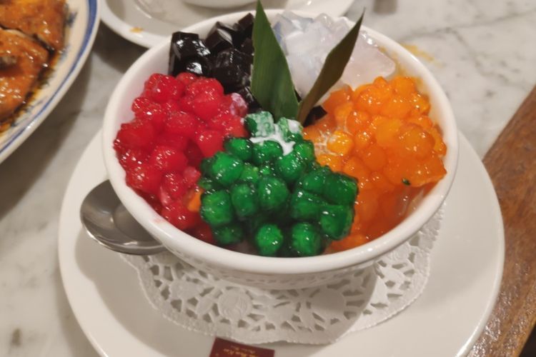 Merha delima atau Red Ruby, makanan penutup di Wee Nam Kee.