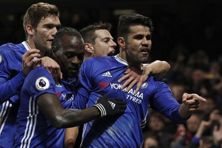 Para pemain Chelsea merayakan gol ke gawang Hull City dalam laga Premier League, di Stadion Stamford Bridge, 22 Januari 2017.