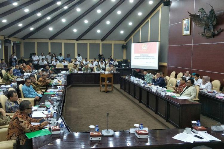 Rapat Gabungan Pimpinan MPR dengan Pimpinan Fraksi dan Pimpinan Kelompok DPD di Kompleks Parlemen, Senayan, Jakarta, Rabu (21/3/2018).