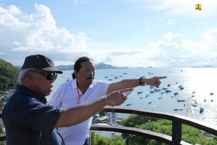 Menteri PUPR Basuki Hadimuljono bersama arsitek Yori Antar Awal tengah mengunjungi Kawasan Strategis Pariwisata Nasional (KSPN) Super Prioritas Labuan Bajo, Minggu (19/1/2020).