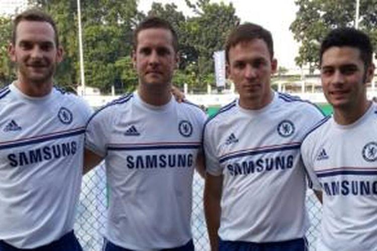 Para staf pelatih Chelsea yang juga akan menangani Akademi Sepak Bola Chelsea.