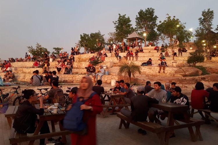 Suasana ramai wisatawan di Puncak Sosok, Kabupaten Bantul, Yogyakarta, sebelum pandemi Covid-19.