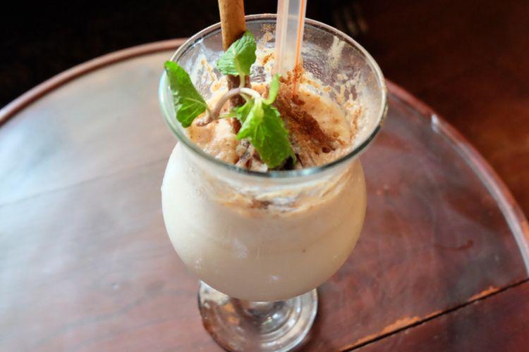 Caramel & Kurma smoothie, minuman spesial di bulan Ramadhan dari Restoran Tugu Kunstkring Paleis.