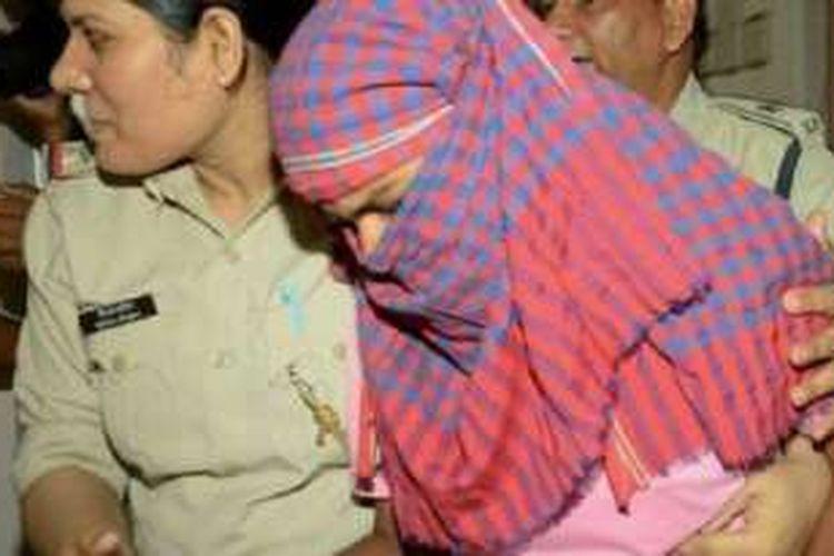 Seorang siswi di Negara Bagian Bihar, India, dipenjara selama dua minggu karena terbukti menyontek saat menjawab ujian di sekolahnya.