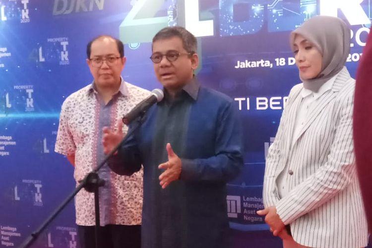 Direktur Jenderal Kekayaan Negara Kementerian Keuangan (Kemenkeu) Isa Rachmayarwata, Wakil Menkeu Suahasil Nazara, dan Direktur Utama LMAN Rahayu Puspasari.