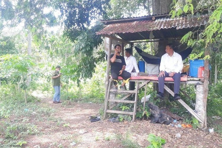 Suasana pertemuan antara Danrem 011/Lilawangsa Kolonel Inf Sumirating Baskoro dengan mantan narapidana terorisme, Tengku Tar,  Rabu (7/4/2021).