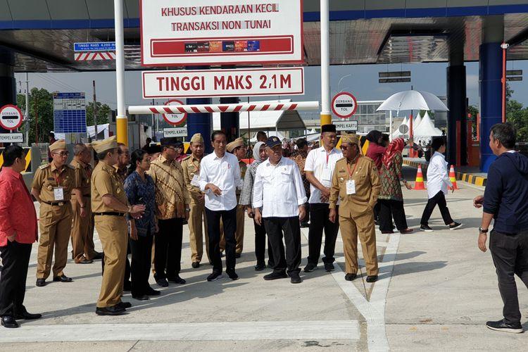 Presiden Joko Widodo meresmikan tol Trans-Sumatera ruas Bakauheni-Terbanggi Besar, Jumat (8/3/2019). Acara peresmian berlangsung di gerbang tol Natar, Lampung selatan.