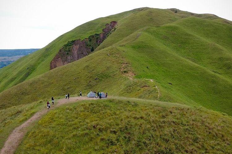 Tempat wisata bernama Bukit Holbung di Kabupaten Samosir, Sumatera Utara (dok. Facebook Dinas Pariwisata Kabupaten Samosir).
