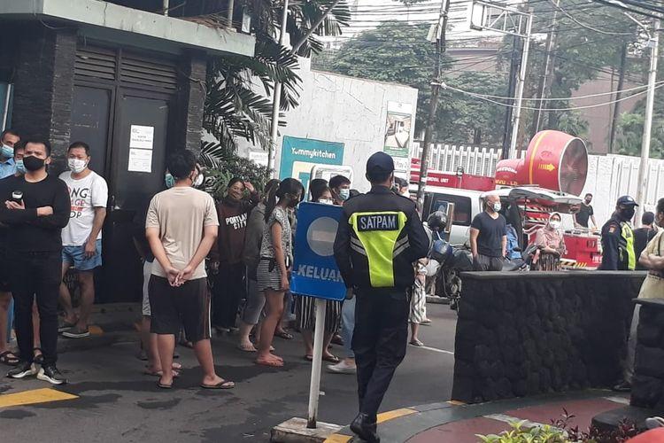Apartemen Tamansari Sudirman di Jalan Bek Murad, Kelurahan Karet Kuningan, Setiabudi, Jakarta Selatan, terbakar pada Minggu (4/4/2021) pagi.
