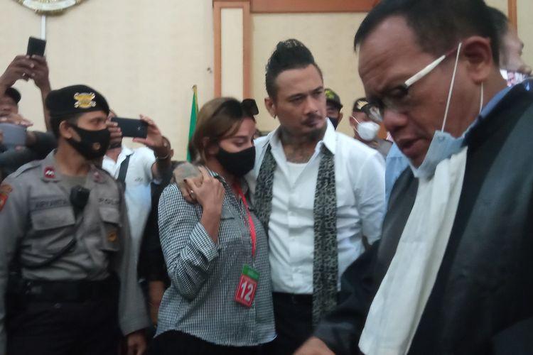 Jerinx usai menjalani sidang vonis di PN Denpasar, Kamis (19/11/2020).
