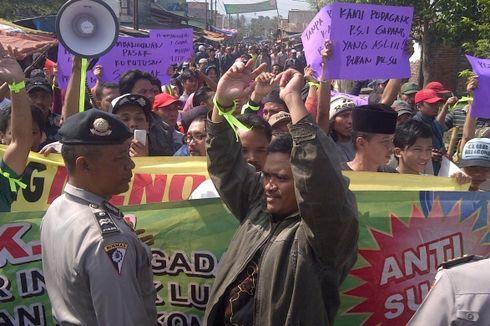 Demo Tolak Pembangunan Pasar Gadang, Pedagang dan Polisi Saling Dorong