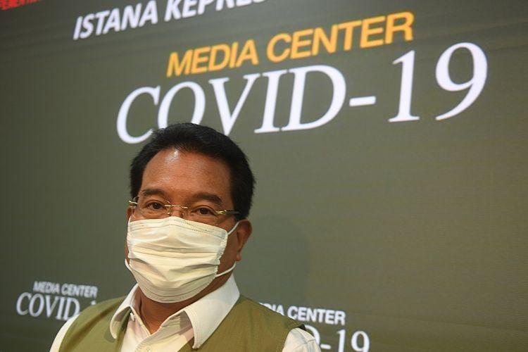 Juru Bicara Satgas COVID-19 Wiku Adisasmito berpose usai memberikan keterangan di Kantor Presiden, Jakarta, Selasa (21/7/2020). Pemerintah resmi menunjuk Wiku Adisasmito menjadi juru bicara pemerintah menggantikan Achmad Yurianto.