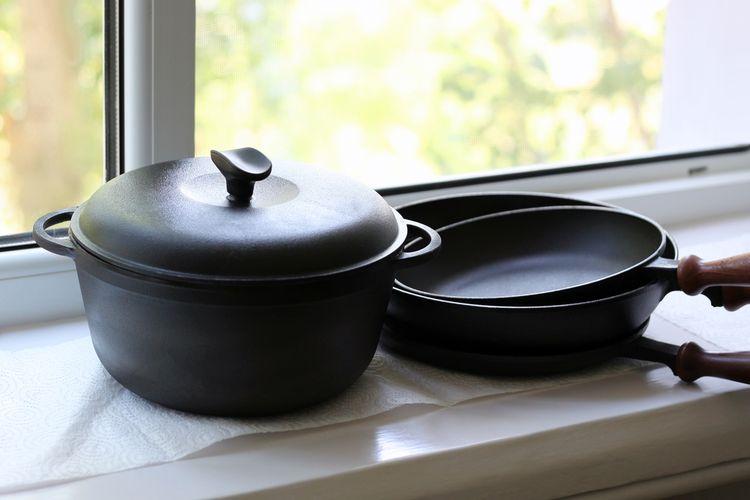 Ilustrasi alat masak dari besi cor atau iron cast. Alat masak yang mengandung PFAS dapat memengaruhi ibu menyusui.