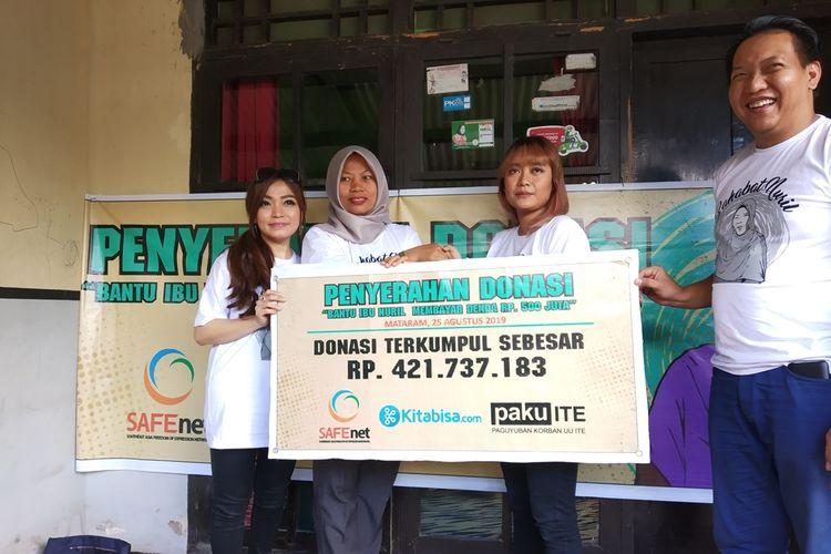 Proses simbol pemberian donasi kepada Baiq Nuril