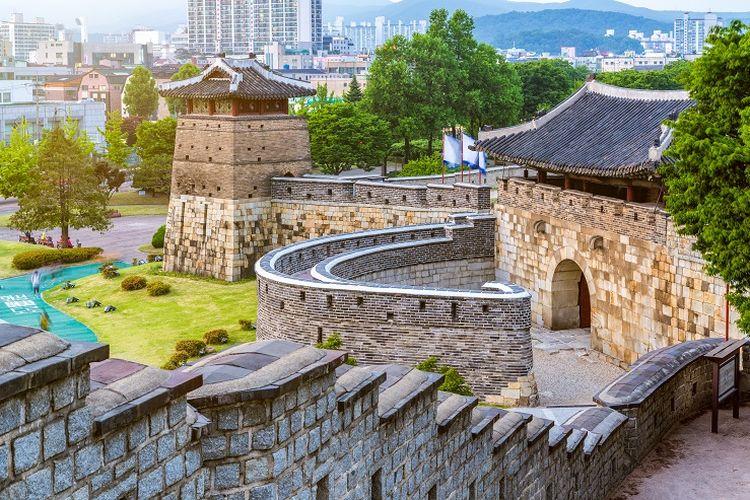 Ilustrasi Korea Selatan - Benteng Hwaseong.