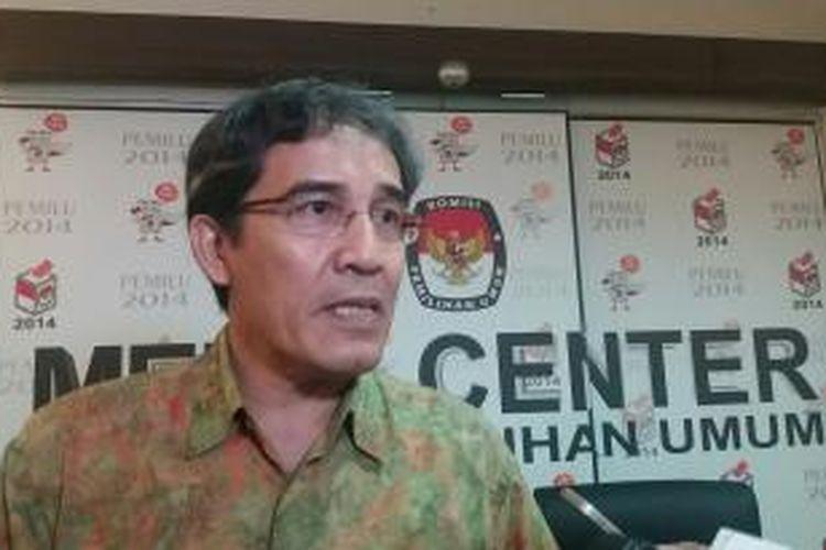 Komisioner Komisi Pemilihan Umum Pusat, Hadar Nafis Gumay di Media Center KPU, Jakarta, Selasa (1/12/2015)