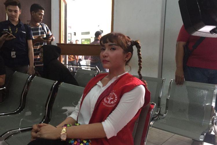 Roro Fitria tiba di Pengadilan Negeri Jakarta Selatan, Jalan Ampera Raya, Kamis (28/6/2018) untuk menjalani sidang beragenda pembacaan dakwaan dalam kasus dugaan penyalahgunaan narkotika.