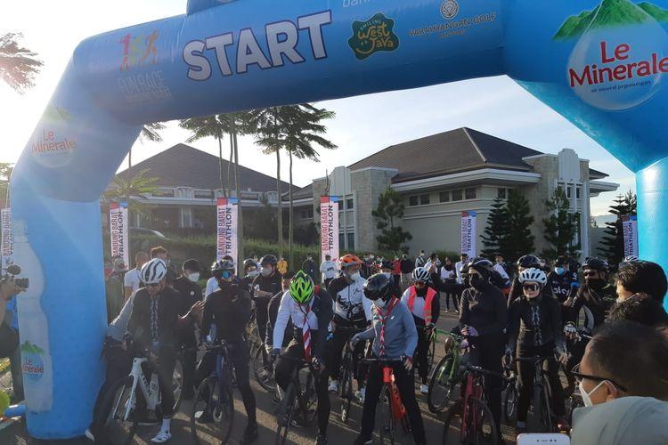 Le Minerale mendukung Bandung Barat Triathlon 2021 yang diselenggarakan Minggu (!4/3/2021).