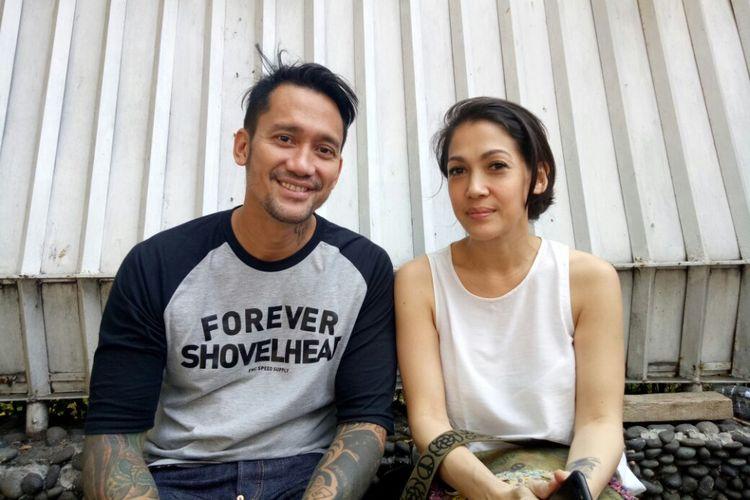 Tora Sudiro dan istrinya, Mieke Amalia saat ditemui setelah menjalani pemeriksaan kesehatan di Rumah Sakit Abdi Waluyo, Menteng, Jakarta Pusat, Jumat (18/8/2017).