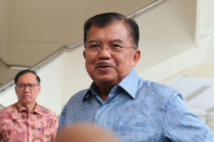 Wakil Presiden RI Jusuf Kalla ketika ditemui usai jamuan makan siang bersama Presiden RI Joko Widodo di kantor Wakil Presiden RI, Jakarta, Selasa (6/2/2018).