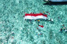 Upacara Bendera di Bawah Laut Teluk Maumere, Penyelam Dikelilingi Hiu Putih