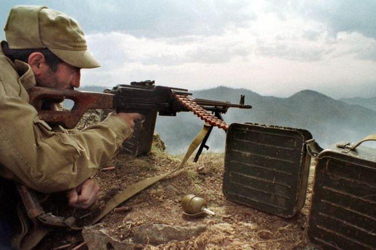 Pasukan Armenia berusaha mengusir tentara Azerbaijan dari Nagorno-Karabakh tahun 1990-an.