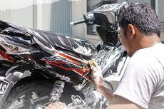Musim Hujan Harus Tetap Rajin Cuci Motor, Begini Cara yang Benar