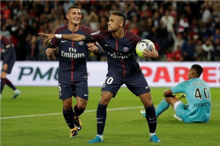 Neymar merayakan gol Paris Saint-Germain (PSG) ke gawang Toulouse pada partai Ligue 1, kasta pertama Liga Perancis, di Stadion Parc des Princes, 20 Agustus 2017.
