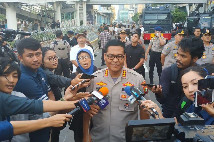 Kabid Humas Polda Metro Jaya Kombes Argo Yuwono di depan gedung Bawaslu Jakarta Pusat Selasa (21/5/2019).