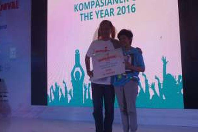 Salah satu penerima Kompasianival Award 2017, Yayat, memenangkan kategori Kompasiana of the Year dalam acara Kompasianival di gedung Smesco, Jakarta, Sabtu (8/10/2016).