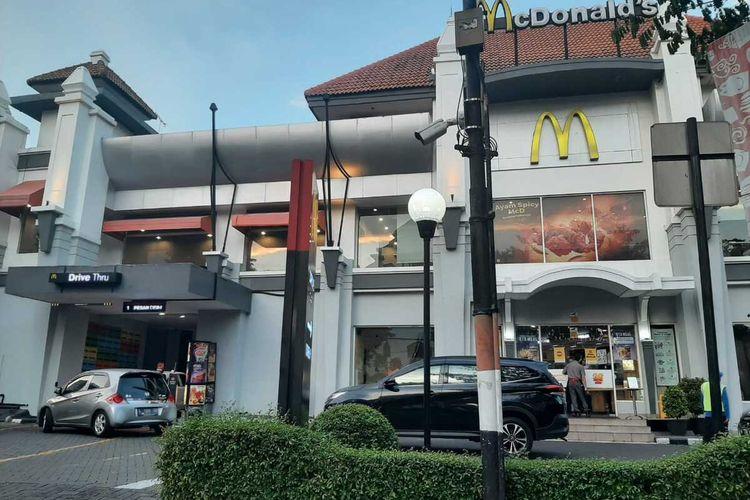 Gerai McDonald's Jalan Raya Darmo Surabaya
