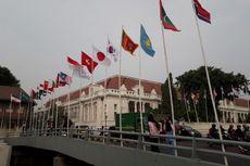 Bendera Negara Pakai Bambu, Cara Warga DKI Meriahkan Asian Games