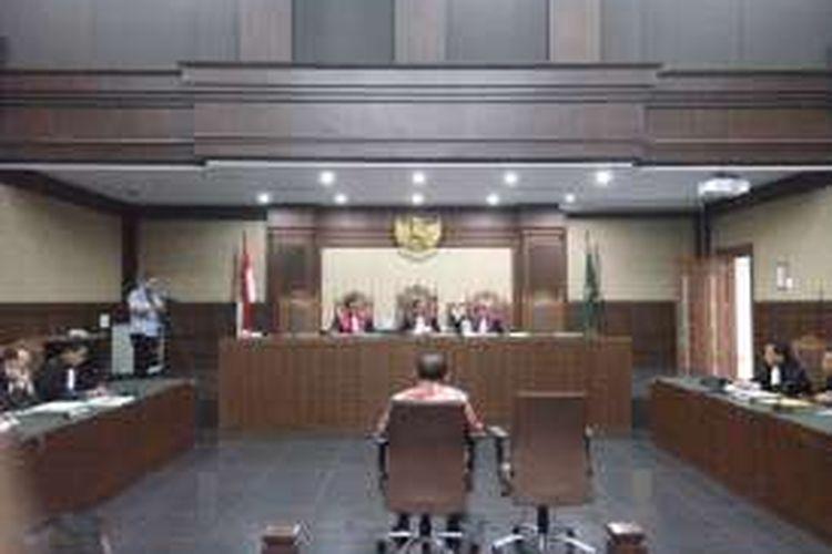 Mantan Kepala Balai Pelaksana Jalan Nasional (BPJN) IX Maluku dan Maluku Utara, Amran HI Mustary dalam sidang yang digelar di Pengadilan Tipikor Jalarta, Rabu (28/12/2016).