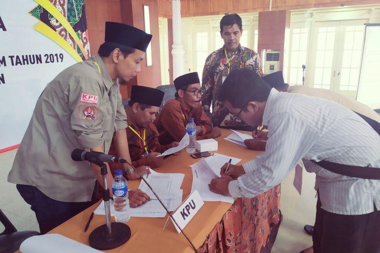 Hasil pleno KPU Pamekasan pada Rabu (1/5/2019) Prabowo-Sandi menang di 13 kecamatan di Pamekasan, Madura.