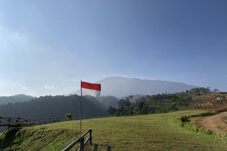 Pemandangan Gunung Gede Pangrango yang terlihat dari Puncak Halimun Camp, Kecamatan Caringin, Kabupaten Bogor, Jumat (28/5/2021).